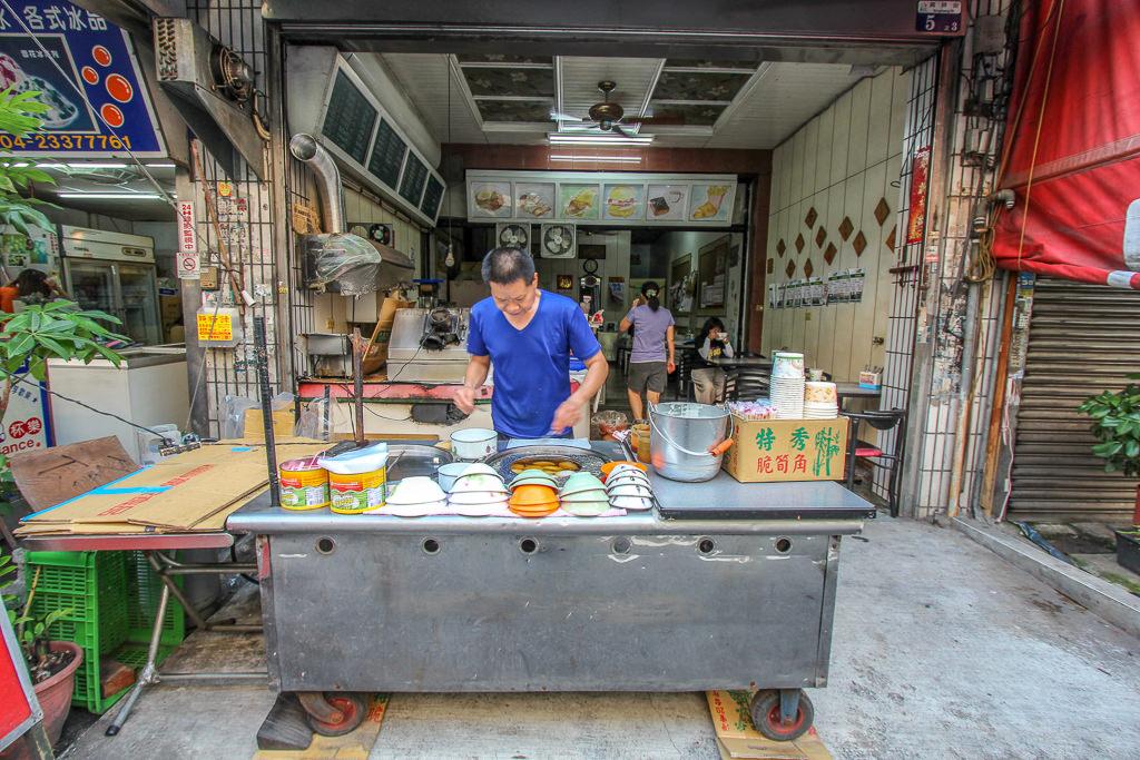 台中烏日,新發肉圓米漿做的肉圓皮,口感軟肉餡香,還有免費附湯。